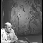 Giacomo Manzù forgia con la creta il ritratto del figlio
